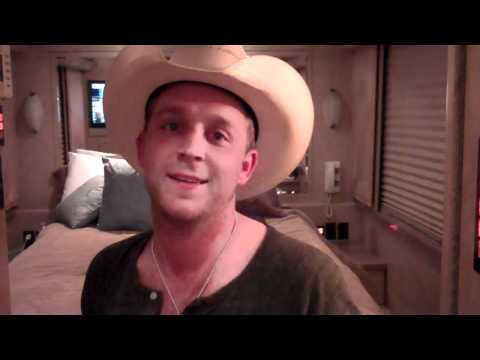 Justin Moore Gives You A Tour Of The Bus.