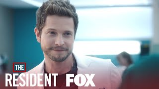 Gambar cover Conrad Is Back At Chastain | Season 3 Ep. 14 | THE RESIDENT