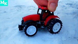 Играем с Трактором в снегу. Видео про Трактор для самых маленьких