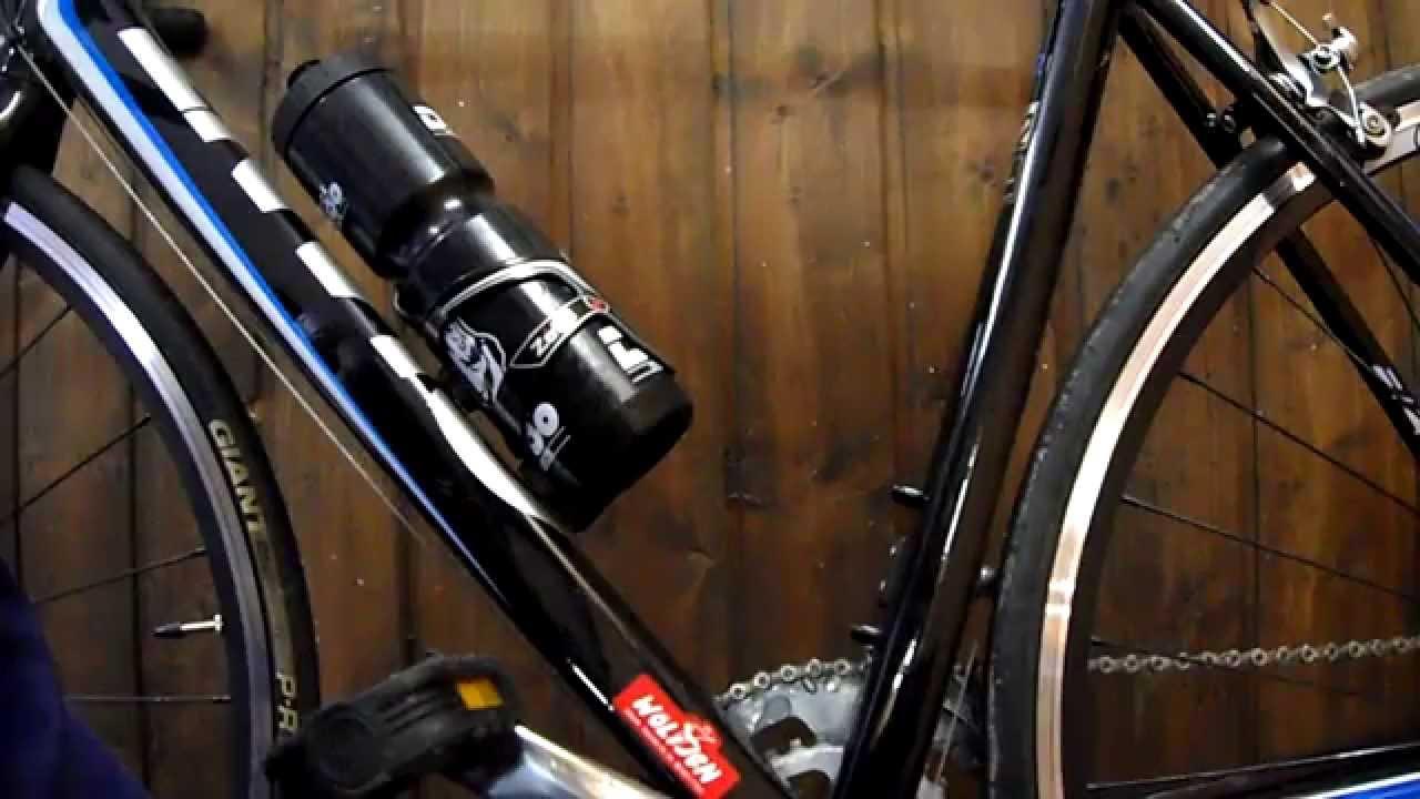 diy flaschenhalter am fahrrad montieren getr nkehalter. Black Bedroom Furniture Sets. Home Design Ideas