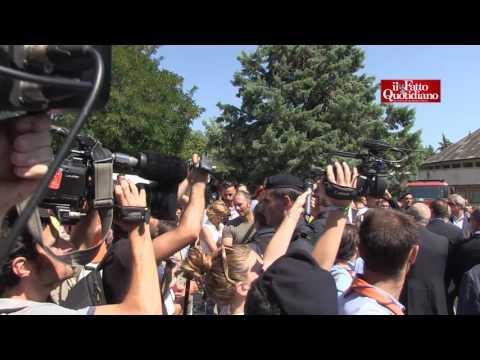 Terremoto, fischi per Matteo Renzi. Premier contestato dopo i funerali