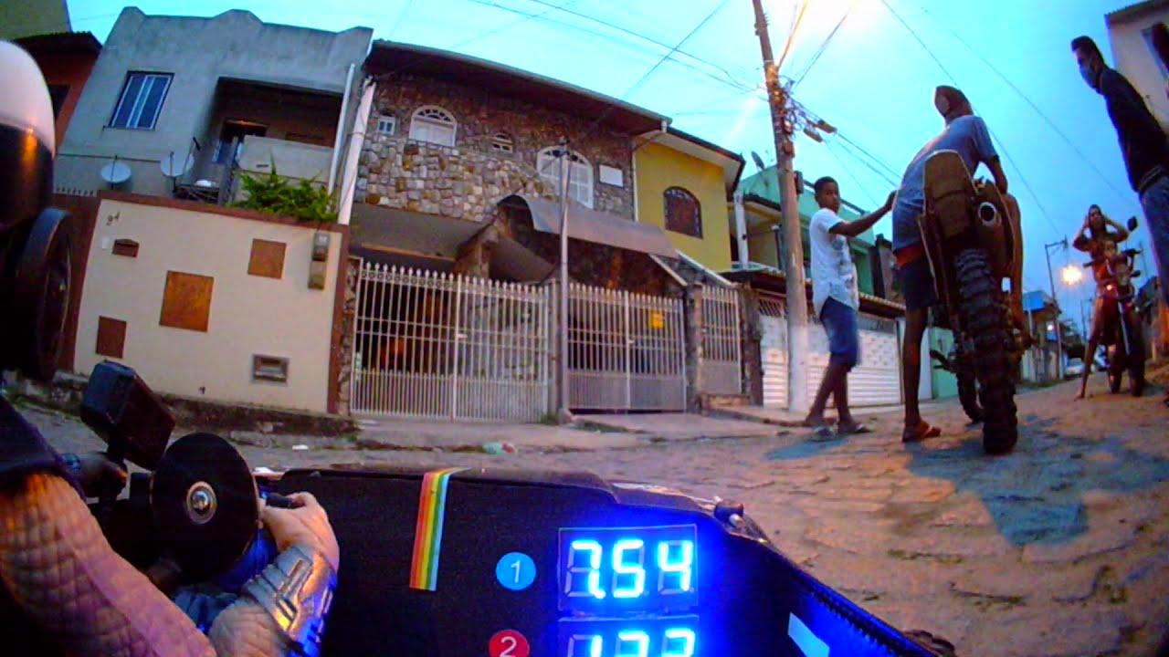 De ponta a ponta da rua FPV Rc Car visão do cockpit фотки