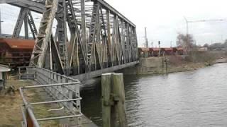 HVLE V330 Blue Tiger Hafenbahn Gbf Hamburg Süd mit LA 10 km/h alte Niedernfelder Brücke