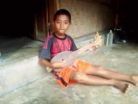 Anak lombok main gambus