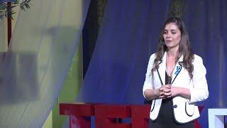 Precisamos ouvir os surdos | Fabíola da Rocha Borba | TEDxFloripa
