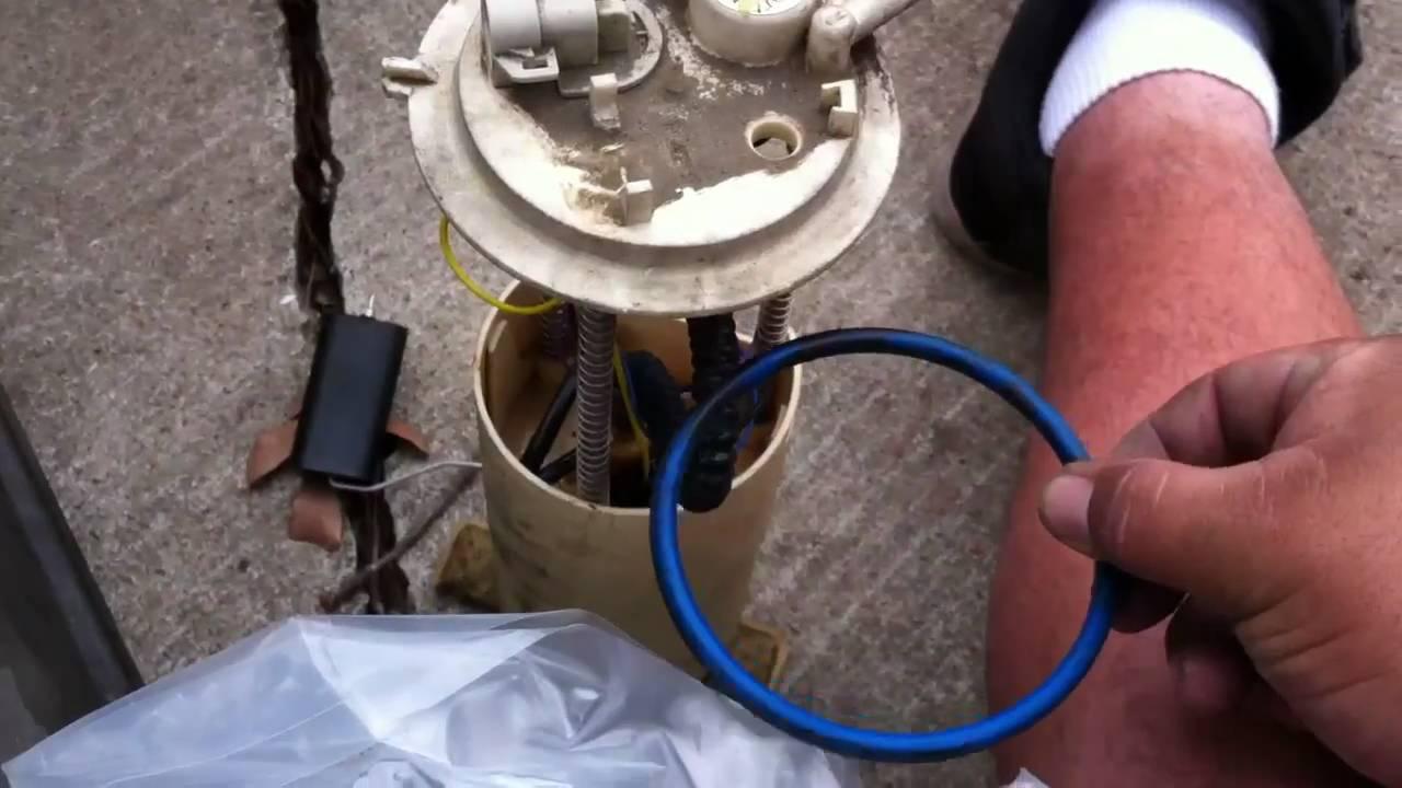 hight resolution of replacing fuel pump