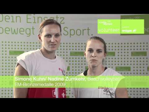 Simone Kuhn und Nadine Zumkehr danken den Freiwilligen