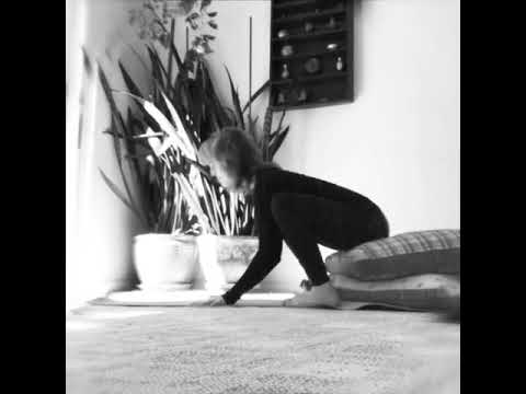 crow pose/balasana yoga flow to ease yourself  students into flying in crow pose  youtube