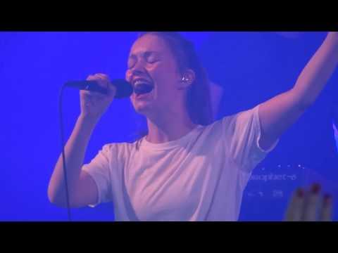 Sigrid - Don't Kill My Vibe - live Leeds Festival 2017