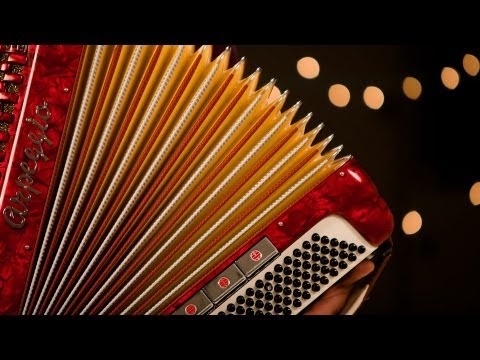 How to Operate Accordion Bellows | Accordion Lessons