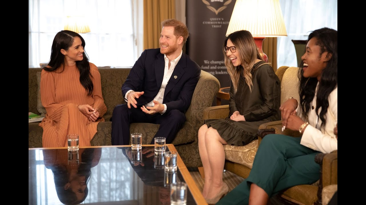 meghan markle prince harry hold private buckingham palace meeting meghan markle prince harry hold
