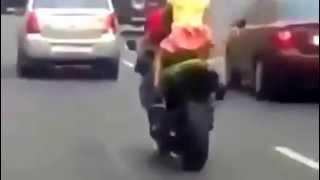 Догнали мы тебя!!! девушка в юбке на мотоцикле