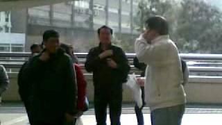 港鐵站外的罵戰...勁!!!