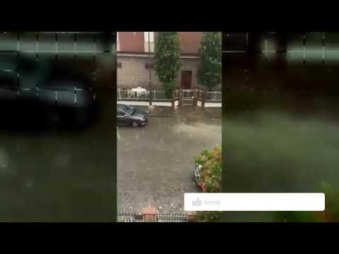 Tempestade do fim do mundo atinge a Itália, Ventos assustadores, granizo grande ataca Modena, Parma