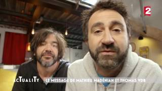 Mathieu Madénian et Thomas VDB la fessée !