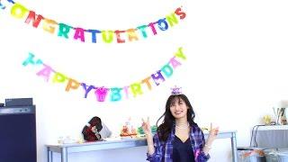25歳の誕生日を迎えた絢に、スタッフからサプライズ! その様子と、2...