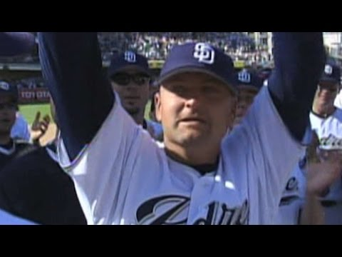 Trevor Hoffman records his 479th career save to become the all-time saves leader