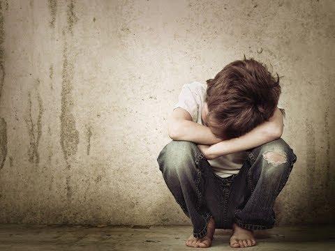 """والدة أحد ضحايا الاعتداء الجنسي:  """"مش قادرة أتعامل معاه من ساعة الحادثة"""" thumbnail"""