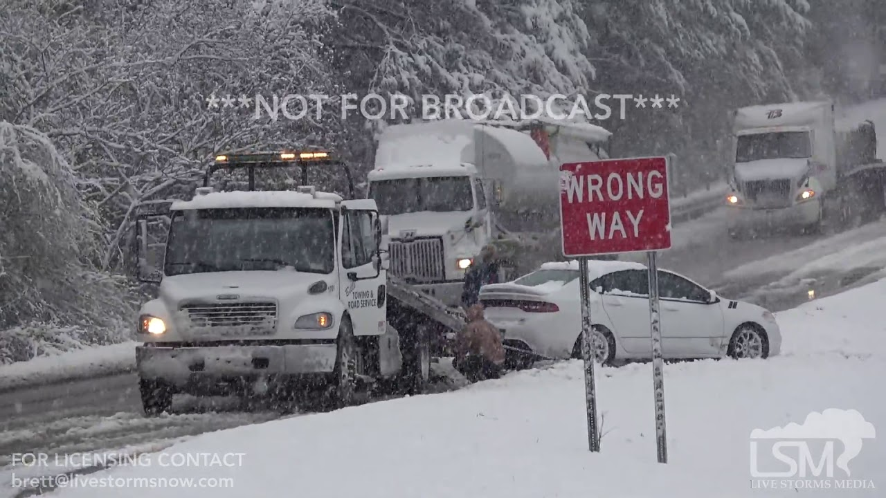 12 8 17 Laurel, MS Snow Storm Causes Slide Offs On Highway 84, Drone Shows  Aerial Views