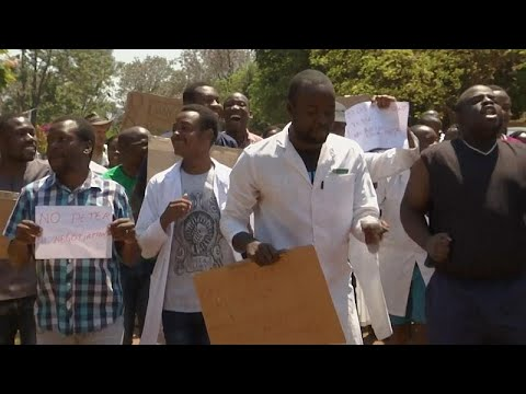 شاهد: أطباء يتظاهرون في زمبابوي مطالبين بالافراج عن زعيم نقابي تم -اختطافه-…  - 06:53-2019 / 9 / 16