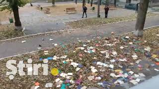 Книги из библиотеки Технического университета Молдовы выброшены из окна.