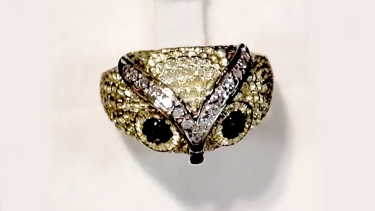 042 Ct Black Star Sapphire & 030 Ct Diamond, 18 Ct Yellow Gold 'owl' Ring  – Contemporary  A1831