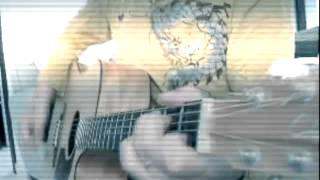 原曲は未来的というか宇宙的でピコピコいっていますが、実は生ギターで...