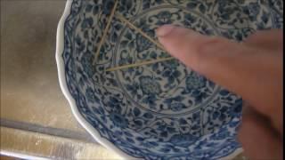 水をためて爪楊枝を浮かし 念力で爪楊枝を動かしました。 種明かし:指...