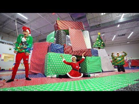 WE MADE A SUPER CRAZY GIANT CHRISTMAS HOUSE!