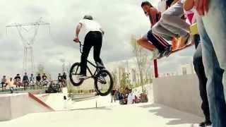 Забавное Видео о велосипедах.BMX ПРИКОЛЫ.Это видео на велосипедах вы еще не видели )))(Видео на велосипедах тут 0:13 0:47 0:59 прыжки спуски фото гонки на велосипедах 1:27 1:34 1:53 Видео о приколы видео..., 2014-10-05T19:14:44.000Z)