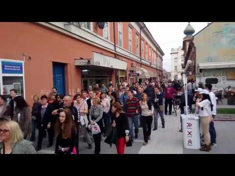 PANČEVO: Deo kolone građana koja je prošetala Sokačetom u 17 časova