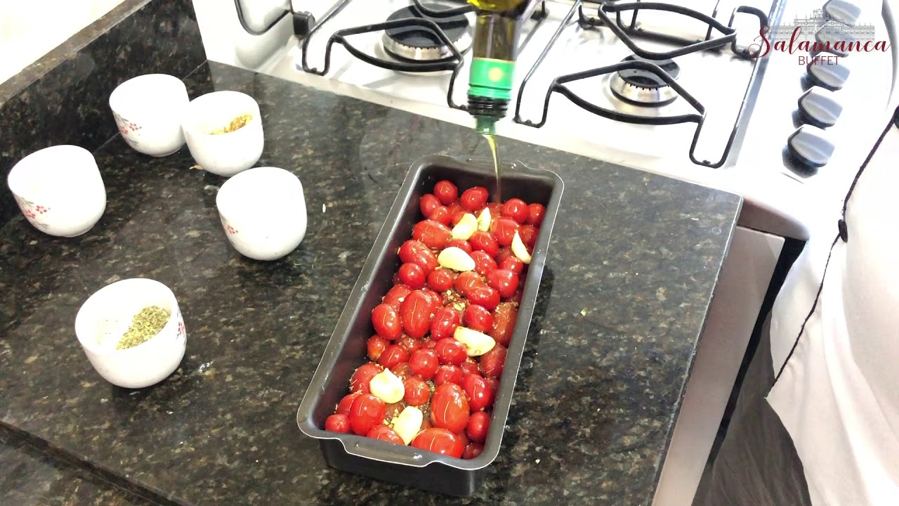 Burrata com tomatinhos confitados e parma