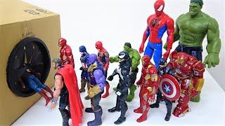 スパイダーマン、ハルク、アイアンマン、マーベル アべンジャーズがすぽすぽボックスに入っていくスーパーヒーローおもちゃ