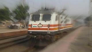The TOP TEN FASTEST Trains Of Indian Railways At High Speed!! Video