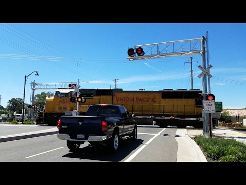 Florin Road Railroad Crossing, UP 4614 Light Power To Pick Up Brightline In Siemens, Sacramento CA