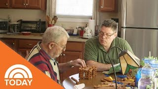2 Generations Of Alzheimer's Bond Under 1 Roof | TODAY
