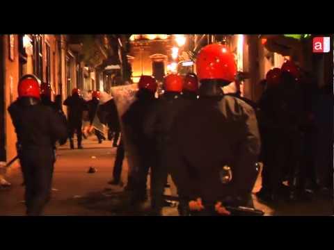 #HerriraAurrera Brutal carga policial tras el registro en Herrira de Hernani