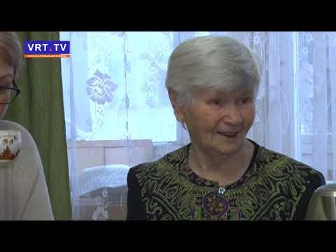 Первый замглавы Александр Федоров поздравил Нину Агееву с 90-летним юбилеем.
