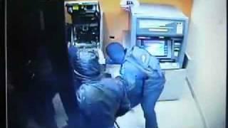 Inbrekers kraken met succes binnen 1 minuut een pinautomaat