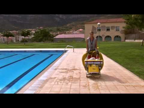 Limpiafondos para piscinas p blicas piraya youtube for Limpia piscinas automatico
