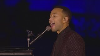 Gambar cover John Legend performs Beauty and the Beast at 25th anniversary of Disneyland Paris