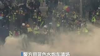 金钟政总外示威者焚烧杂物 防暴警发动水炮车清场