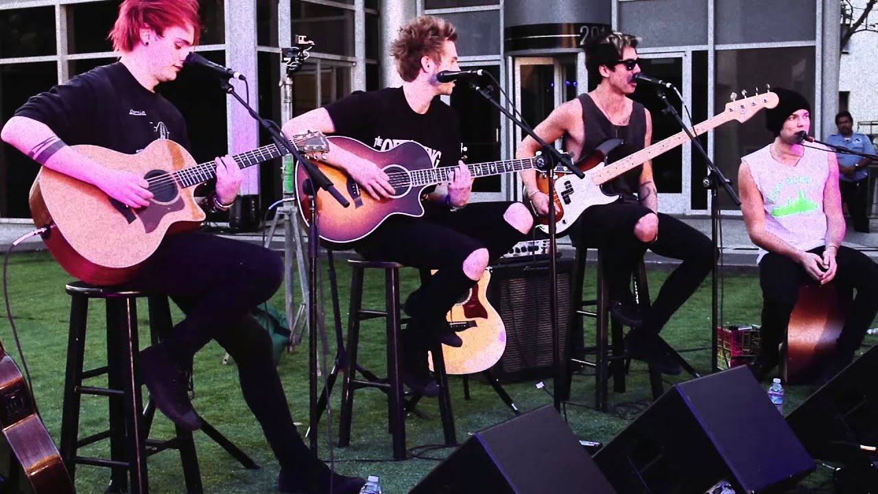 5 Seconds Of Summer - Good Girls (Live at Derp Con)