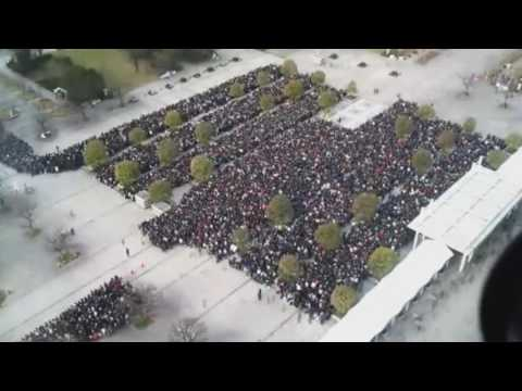 Amazing Crowd Control at Comicbook Convention in Japan