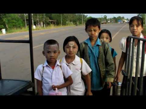 Karen Refugee children in Thailand - Home to school trip : a