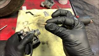 Cleaning a scooter carburetor