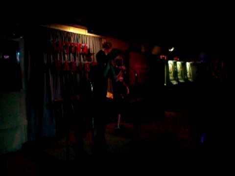 Kantina Karaoke - Linkin Park In The End - Cesar and Alex