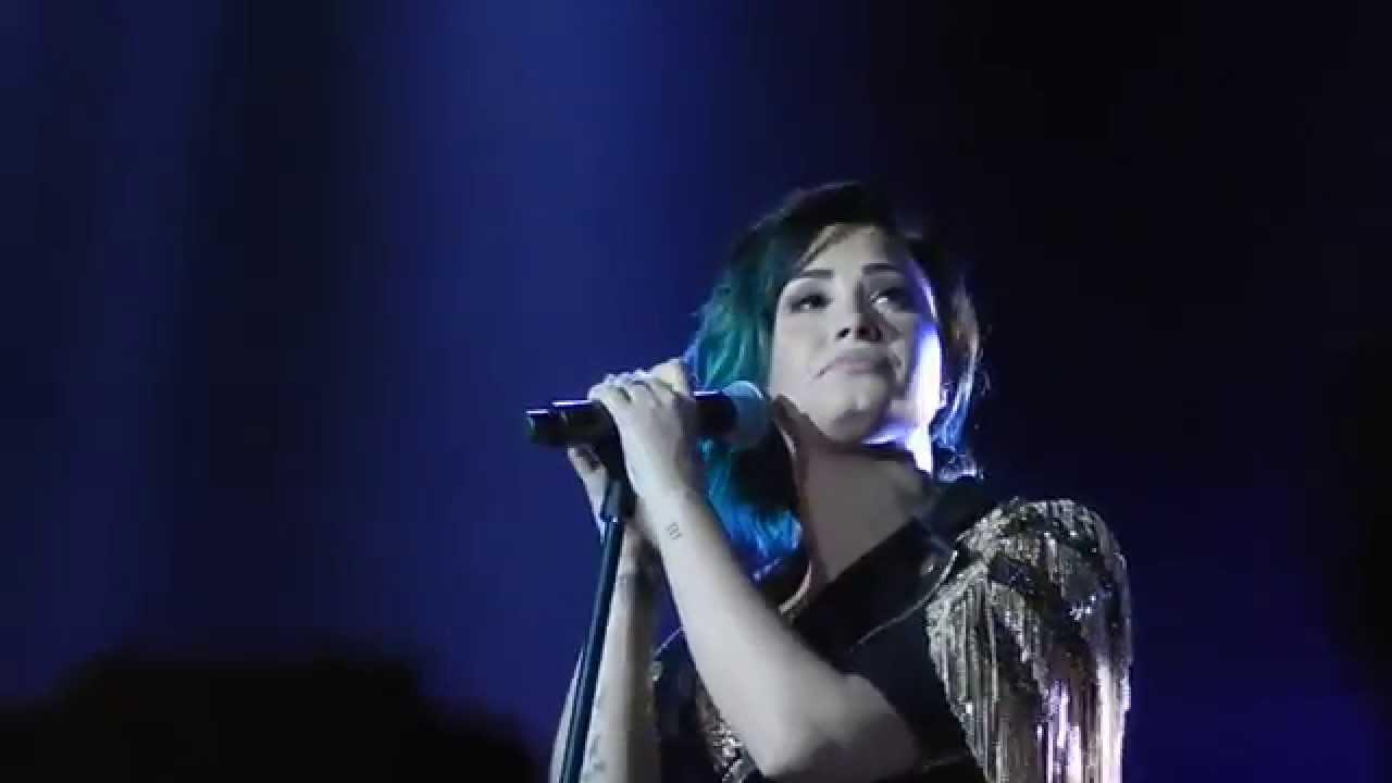 Download Demi Lovato - Nightingale (Paris Bercy 21/11/14)