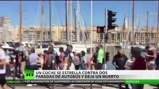 Francia: Un vehículo se estrella contra dos paradas de autobús en Marsella
