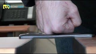 LG G Flex Kavisli Akıllı Telefon Video İnceleme - Dünyanın ilk kavisli ekran telefonu LG G Flex test merkezimizin konuğu oldu. Özellikle farklı tasarımı ve sağlamlığıyla ön plana çıkan telefonu sizler için inceledik ...